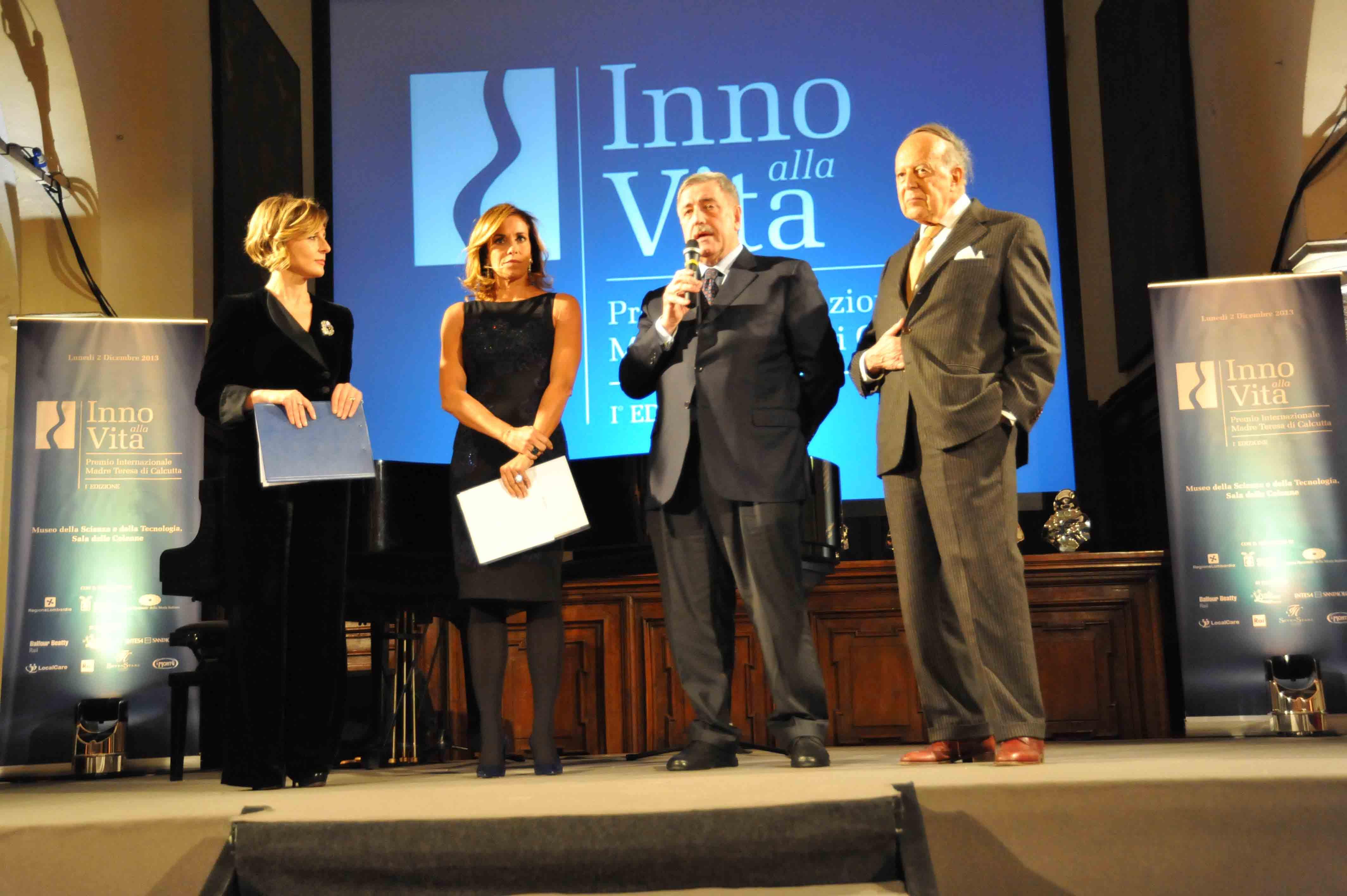 Premio_Inno_alla_Vita_2-12-_13_-_Nausika_Spahia__Cristina_Prodi__Guido_Podest___Renato_Ugo