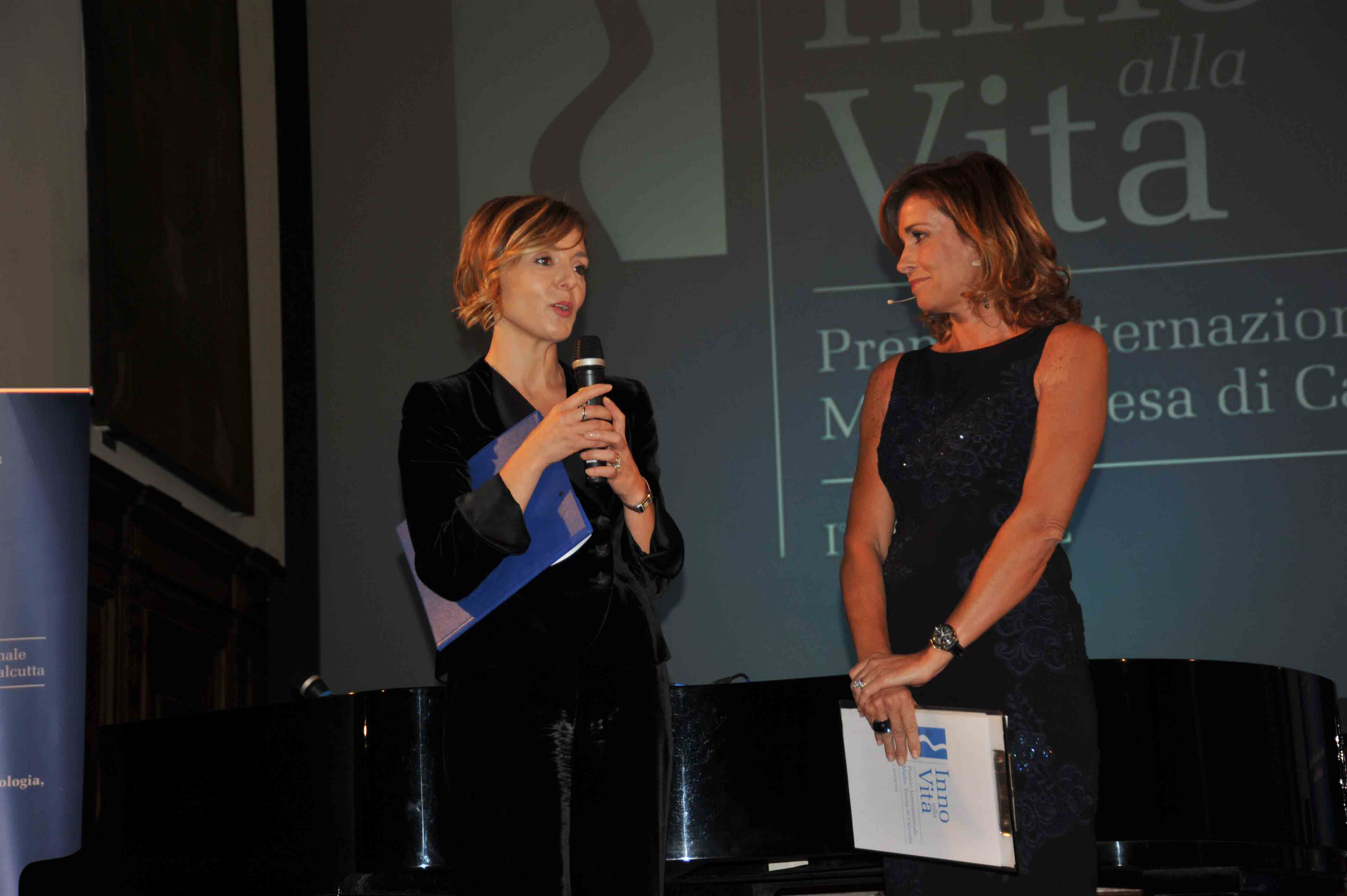 Premio_Inno_alla_Vita_2-12-_13_-_Nausika_Spahia_e_Cristina_Parodi